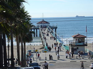 Manhattan Beach Pier - The pier from Manhattan Beach Boulevard