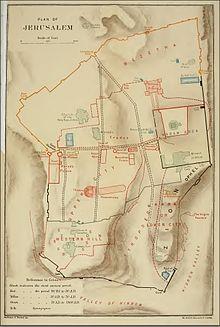 Akra veya Aşağı Şehir olarak etiketlenmiş güneydoğu sırtına sahip, o zamanlar mevcut surlarla çevrili Eski Kudüs Şehri ile ilişkili tarihi özellikleri üst üste getiren eski bir harita