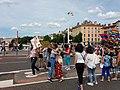 Marche des Fiertés 2018 à Lyon - Pont Bonaparte - Cortège - Câlins gratuits 2.jpg