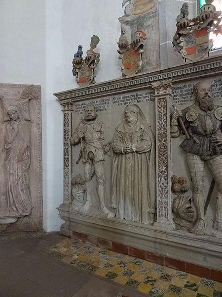 File:Marienstiftskirche Lich Epitaphe 07.JPG