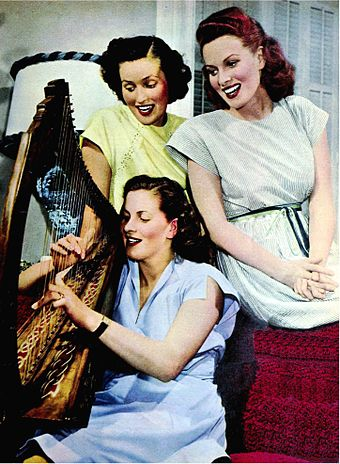 O'Hara (right) with sisters Margot and Florrie in 1947 Maureen O'Hara with sisters Margot and Florrie 1947.jpg