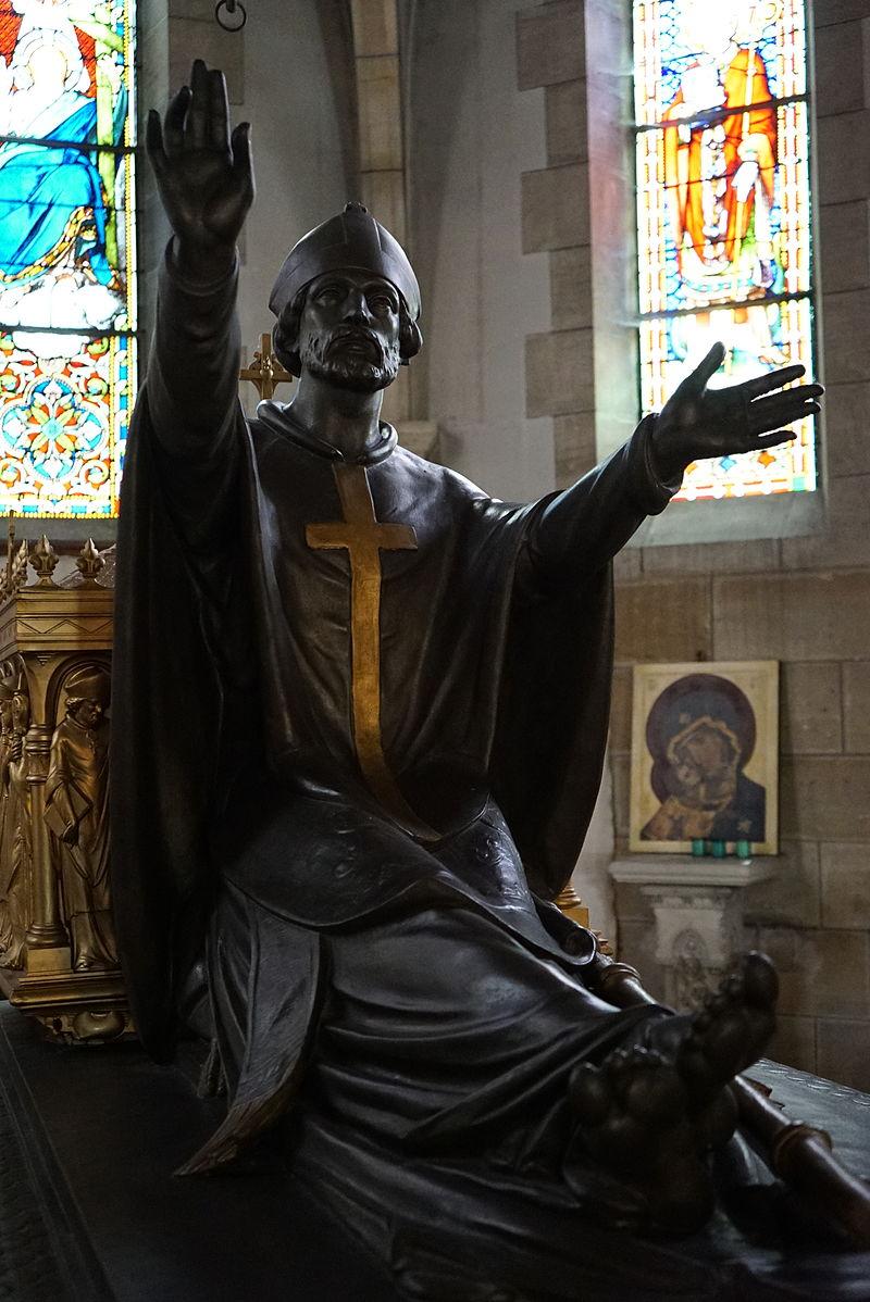 Statue av Memmius i kirken Saint-Memmie i Saint-Memmie i Frankrike