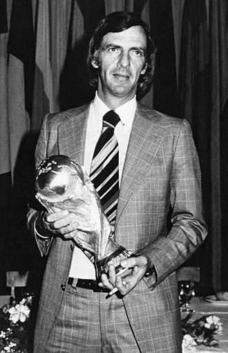 César Luis Menotti - Menotti with the FIFA World Cup Trophy in 1978