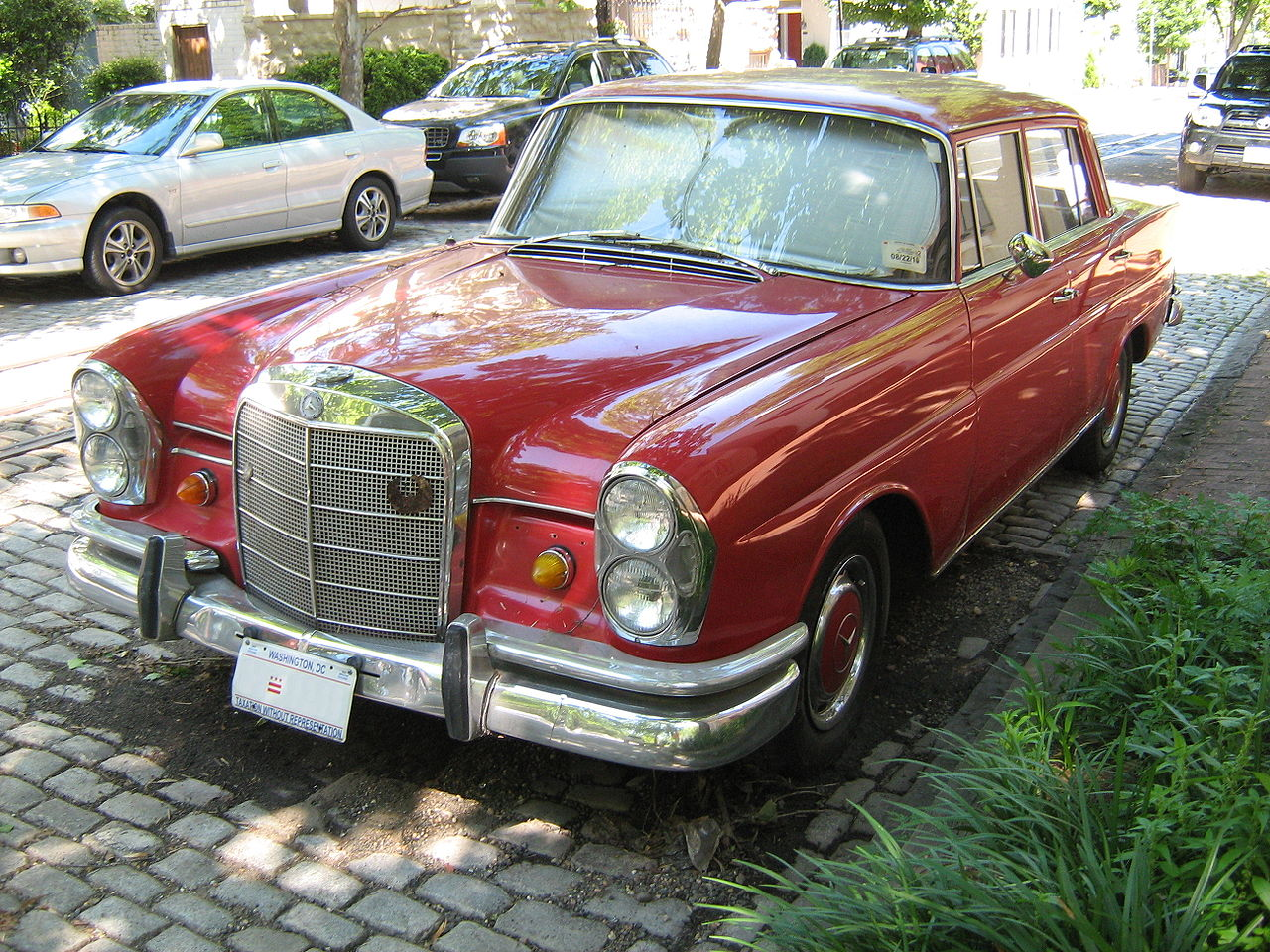 File mercedes benz 230s red 4 d wikimedia commons for Mercedes benz red
