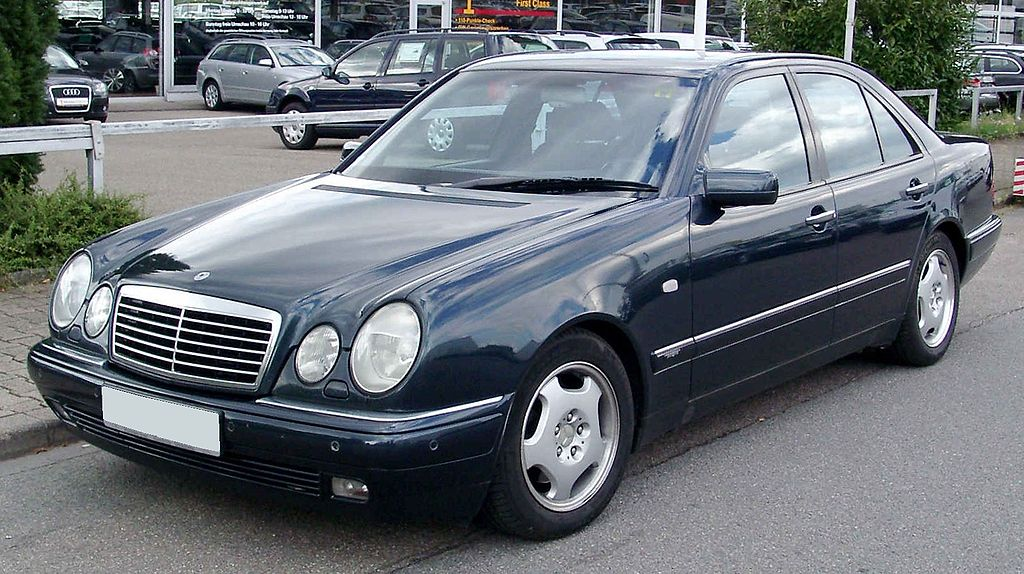 File mercedes benz w210 front wikimedia commons for Mercedes benz rt 22