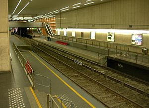 Trams in Brussels - Platforms of Boileau premetro station, clearly showing the dual platform heights