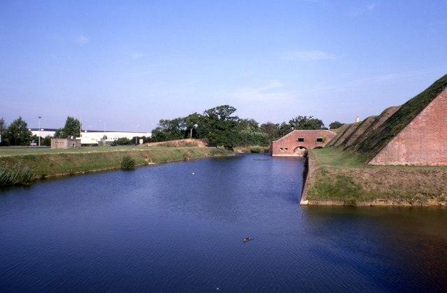 Moat around Fort Brockhurst (1) - geograph.org.uk - 1038063