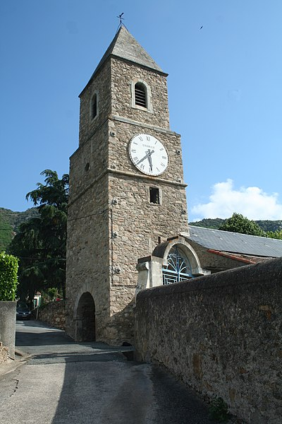 Mons (Hérault) - clocher de Saint-Jean et mur du cimetière.