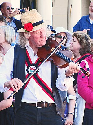 Fiddle - Image: Morris fiddler Festivals of Winds, 2012