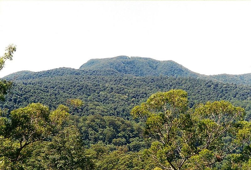 File:Mount BandaBanda2001-March-23.jpg