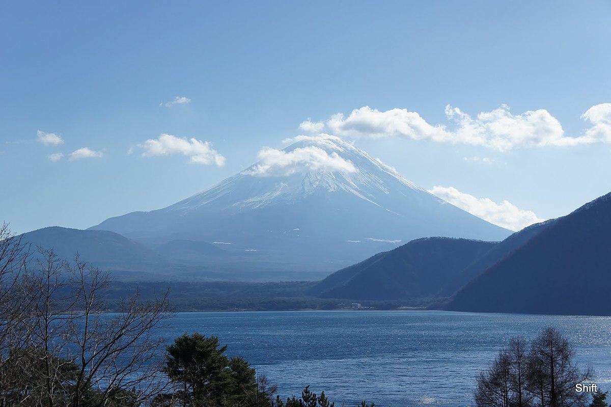 Mount Fuji and Lake Motosu 20101211 - panoramio.jpg
