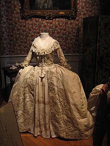 Robe de soie du XVIII e siècle. Musée des Tissus et des Arts ...