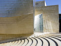 Museo Guggenheim Bilbao-at entrance.jpg