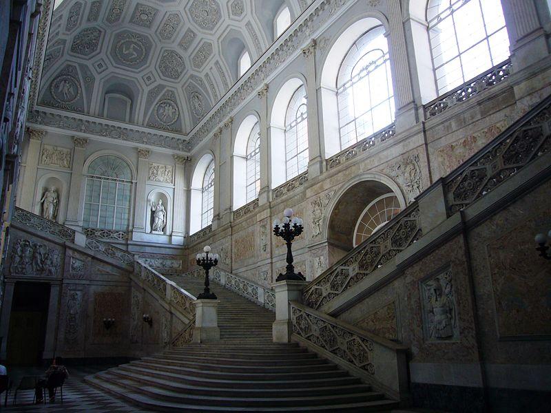 File:Napoli Palazzo reale - ingresso e scalone sinistro 1040723.JPG