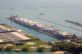 English: Navy Pier seen from the top of the Jo...