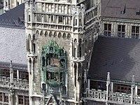 Neues Rathaus Uhr.jpg