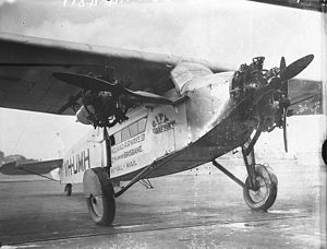 Avro 618 Ten - VH-UMH as New England Airways' City of Grafton