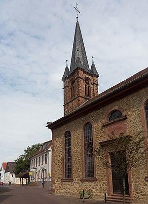 Niederdorfelden - Image: Niederdorfelden, die evangelische Kirche foto 2 2016 08 11 10.50