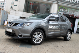 Nissan qashqai j11 front-side.png