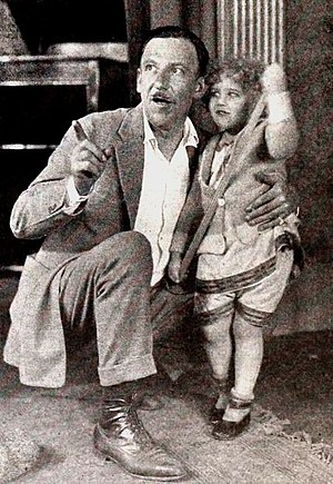 Tod Browning - Tod Browning with unidentified child on set of No Woman Knows (1921)