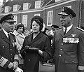 Ontvangst Ridders MWO op Huis ten Bosch , de weduwe van generaal Spoor was bij h, Bestanddeelnr 917-7100.jpg
