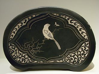 Song dynasty - Cizhou ware pillow of Northern Song dynasty with incised decoration and iron-pigmented black slip with the image of a bird