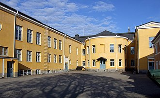 Lyseo Upper Secondary School - Image: Oulu Lyseo Inner Court 2008 06 08