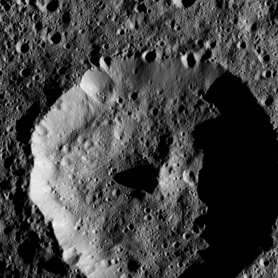 PIA20879-Ceres-DwarfPlanet-Dawn-4thMapOrbit-LAMO-image157-20160528