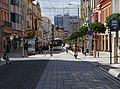 Pardubice, třída Míru, od náměstí Republiky, trolejbus a cyklisté.jpg
