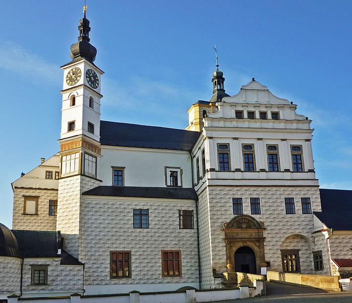 File:Pardubitz-Schloss02.jpg