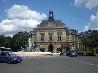 Gambetta (Paris Métro) - The Place Gambetta above the station and the town hall of the 20th arrondissement