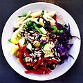 Pastasalat med solsikkefrø, ærter og rødkål.jpg