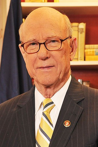 Pat Roberts official Senate photo (cropped)