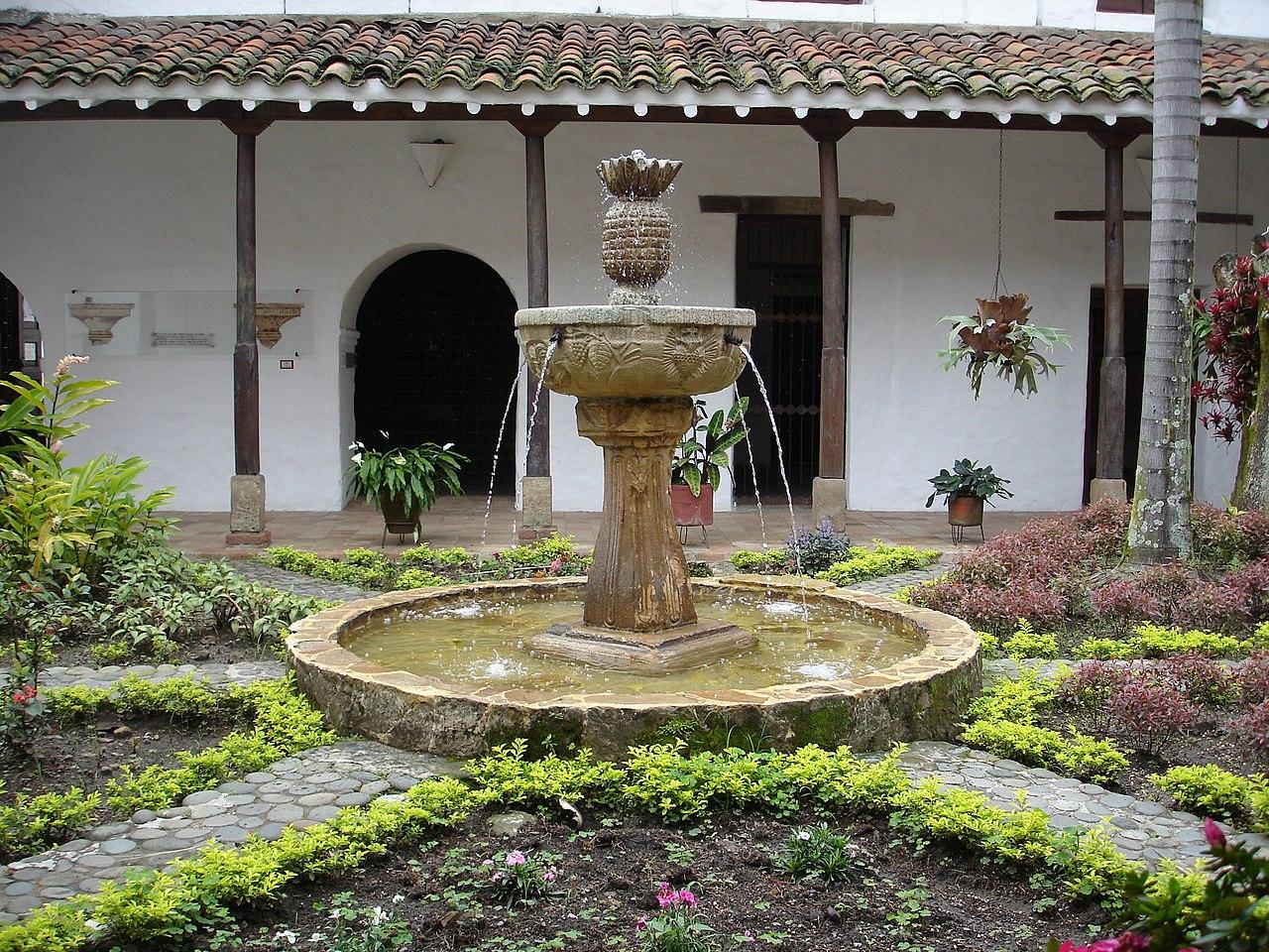 File patio interior convento de la merced cali colombia for Jardin del convento