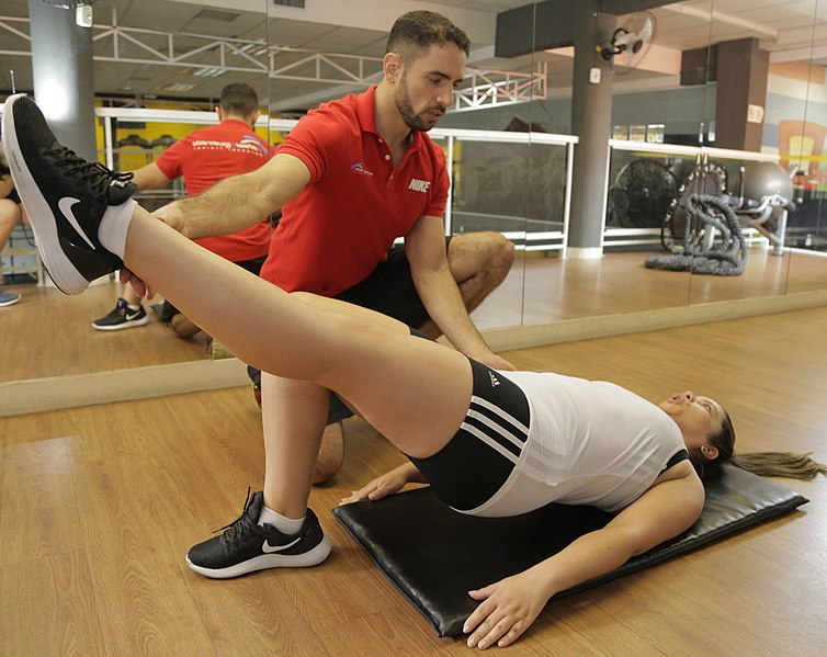 File:Personal trainer - treinador pessoal.jpg