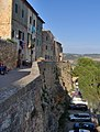 Pienza - walls of the old town - panoramio.jpg