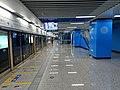 Platform of SHENGTIYUGUAN (Shaanxi Provincial Stadium) Station, Xi'an Metro.jpg