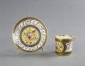 Porslin. Kopp med fat. Gulddekor - Hallwylska museet - 89085.tif