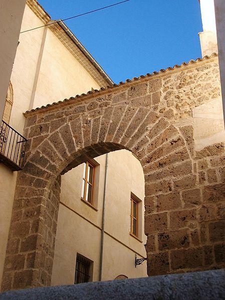 File porta de la vila albaida jpg wikimedia commons for La porta media