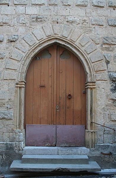 Poussan (Hérault) - porte du presbytère.