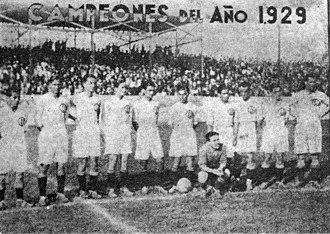 Club Universitario de Deportes - Universitario's first champion team (1929): Alva; C. Galindo, Rotta, Denegri, P. Galindo, Astengo, M. Pacheco, P. Pacheco, Góngora, Cillóniz and Souza Ferreyra.