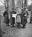 Prins Bernhard met Generaal Majoor A.T.C. Opsomer bij legeroefening op de Veluwe, Bestanddeelnr 904-4744.jpg