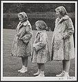 Prinsessen Beatrix, Margriet en Irene in paleistuin Soestdijk, Bestanddeelnr 019-1067.jpg