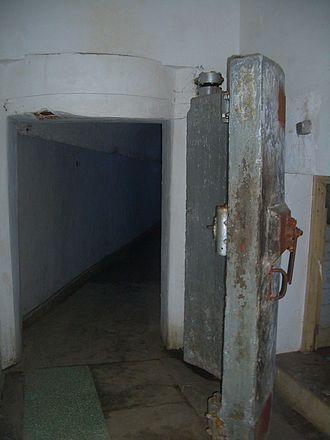Bunker - Image: Project 131 tunnel door 9791