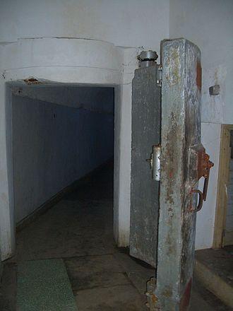 Bunker - Image: Project 131 tunnel door 9791