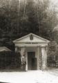 První chrámek pramene Bílinské kyselky 1870.png