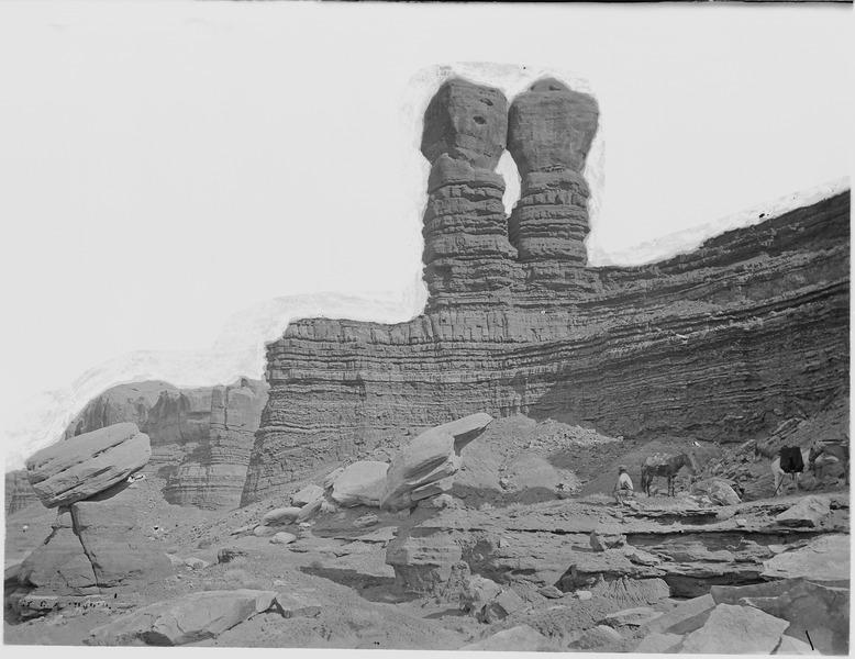File:Punch and Judy, now called the Navajo Twins. Abajo Quadrangle. San Juan County, Utah. - NARA - 517135.tif