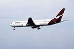 Qantas Airways Boeing 767-338ER (VH-OGG-24929-343) (15505281293).jpg