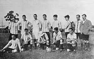 Alberto Marcovecchio - Marcovecchio (wearing hat) with the 1915 Racing team that won the Primera División title scoring 95 goals in 24 matches.