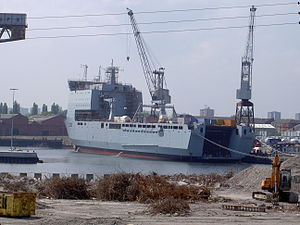 RFA Mounts Bay L3008 02Jun04 River Clyde.JPG